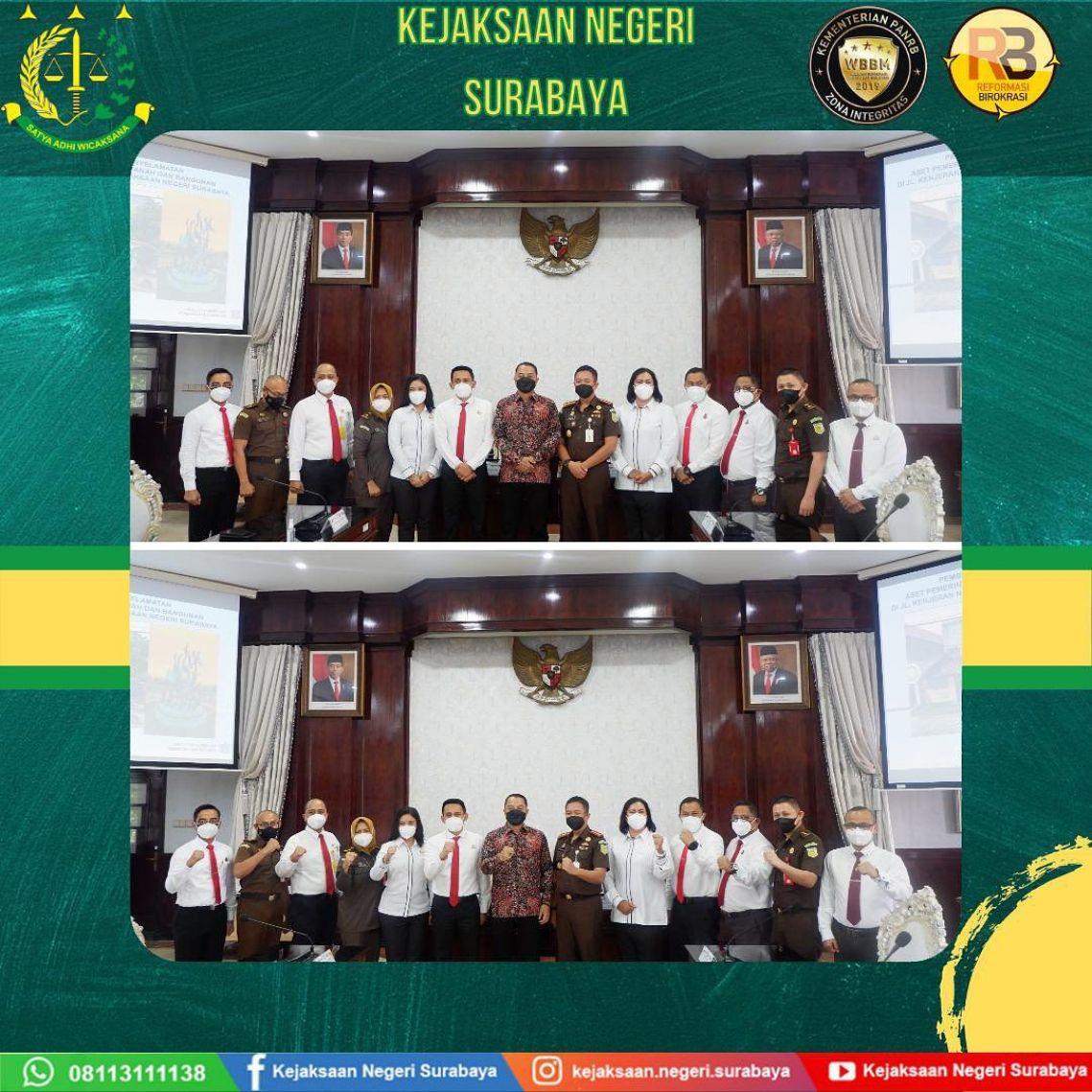 Pemberian Penghargaan Kejaksaan Negeri Surabaya