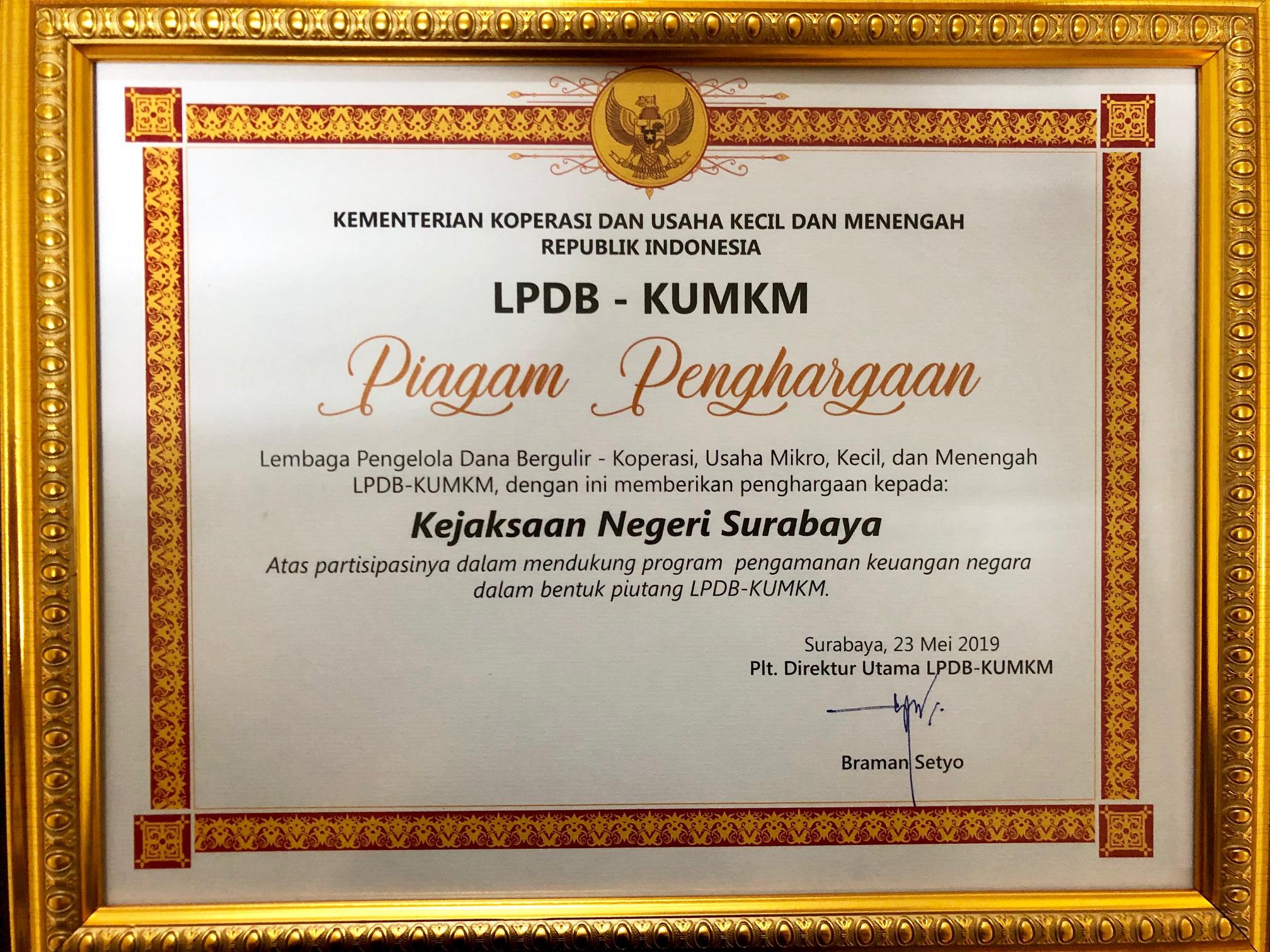 Kajari Surabaya Menerima Penghargaan dari LPDB KUMKM 24-05-2019
