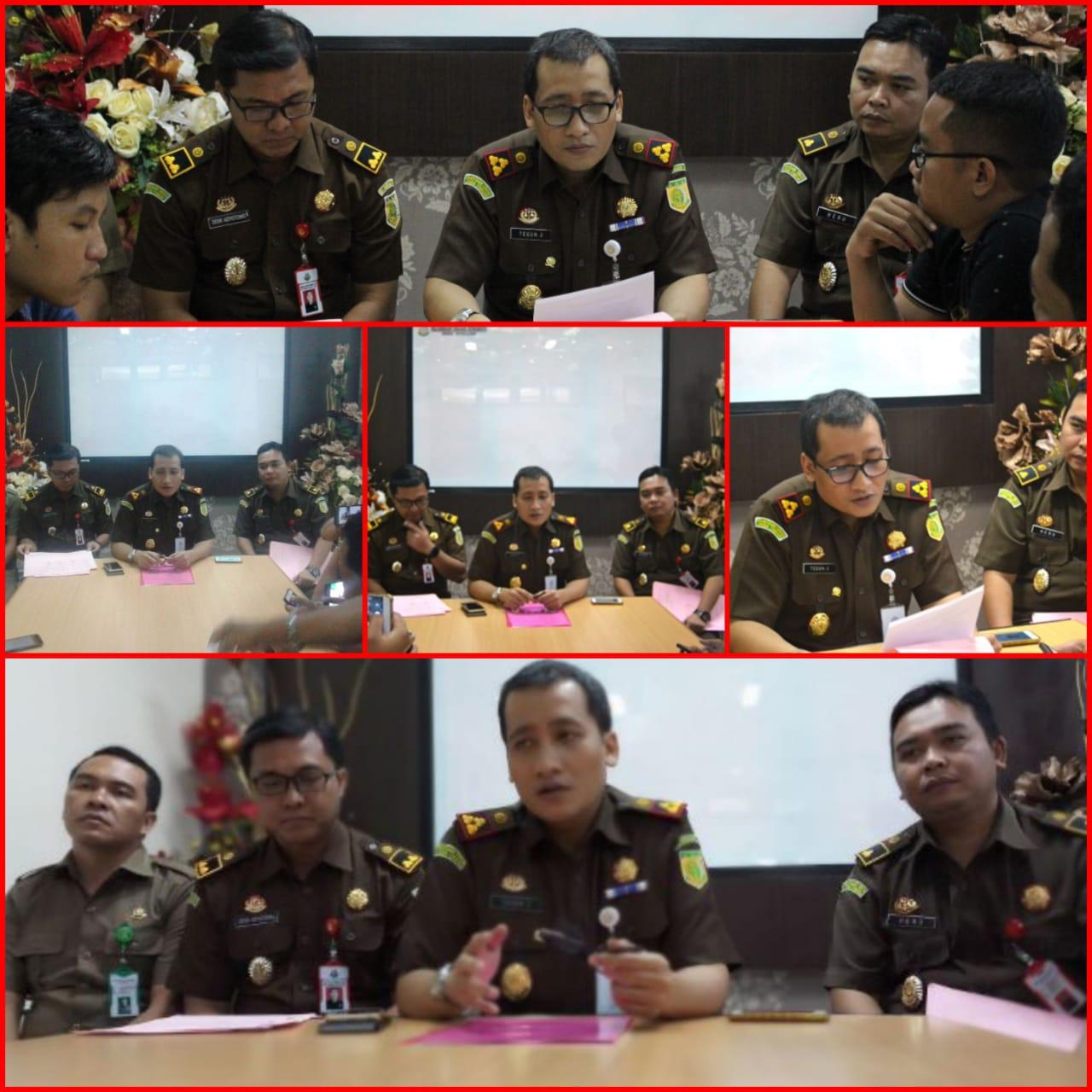 Press Conference Perkara Tindak Pidana Umum Dan Tindak Pidana Khusus Kejaksaan Negeri Surabaya 28-12-2017