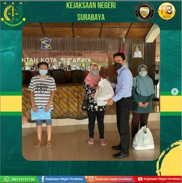 Pemberian Sembako secara serentak di Kota Surabaya